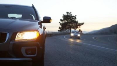 Поліція нагадує: З 1 жовтня на заміських дорогах треба вмикати фари і вдень