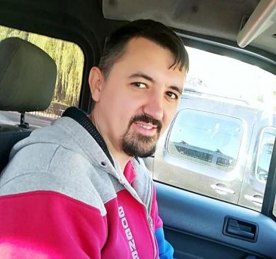 У Чернівцях таксист відмовився брати гроші за проїзд у волонтерки