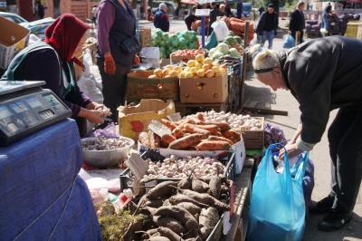 Морква по 15 гривень, буряк – по 10: на Буковині ціни на деякі овочі б'ють рекорди