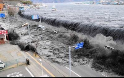 Хвилі більше шести метрів: через цунамі в Індонезії загинуло майже 400 людей