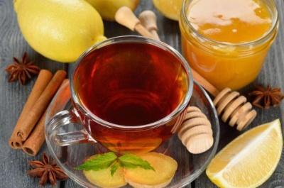 Узвар із сухофруктів та глінтвейн: найкращі напої за перших ознаках застуди