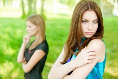 Як розпізнати фальшивих подруг: поради психологів