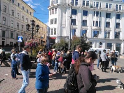 У центрі Чернівців триває марш за права тварин - фото