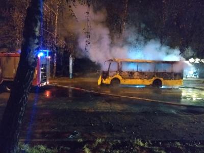 У поліції розповіли, чому в Чернівцях уночі спалахнула маршрутка