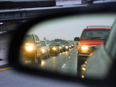 Від завтра водії зобов'язані їздити з увімкненими фарами: що потрібно знати