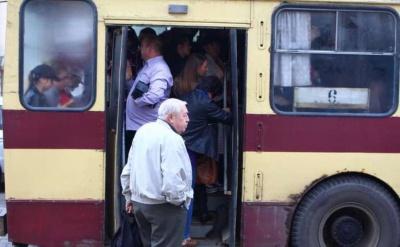 У мерії Чернівців стверджують, що інтервал руху тролейбусів у години пік становить 8 хвилин