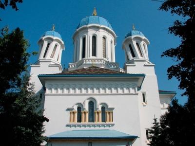 Історія старих Чернівців: чому на «п'яній» церкві покручені куполи