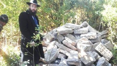 Вивозили для будівництва: стало відомо, як зниклі єврейські надгробки опинились у військовому містечку Чернівців