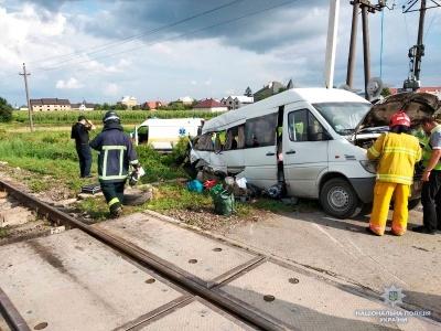 Смертельна ДТП у Мамаївцях: мікроавтобус зіткнувся із вантажним потягом - як покарають водія