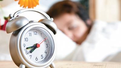 Додатковий вихідний, дорожчий газ і переведення годинника: що чекає на українців у жовтні
