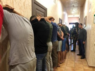 В Одесі поліція затримала 25 озброєних молодиків