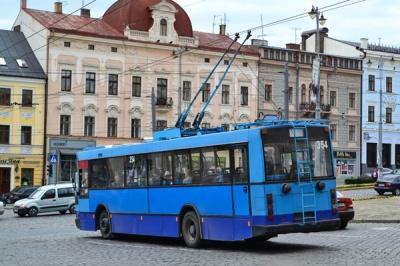 У Чернівцях на Руській тимчасово не курсують тролейбуси: назвали причину