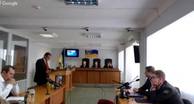 Адвокат Януковича виступав 27 годин