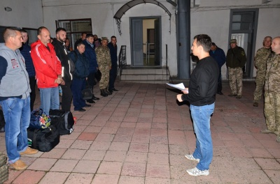З Чернівців на військові навчання у Броди відправили 15 резервістів - фото