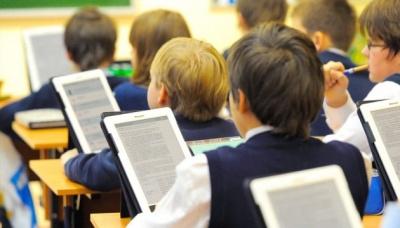 В Міносвіти сказали, скільки часу треба на впровадження електронних підручників
