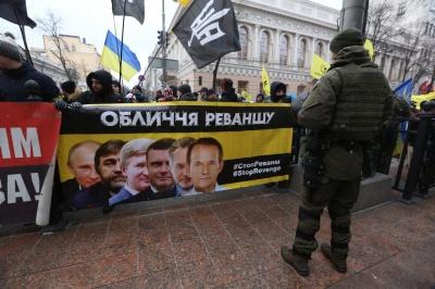 Яценюк підтримує пролонгацію закону щодо особливого порядку самоврядування в окремих регіонах Донбасу