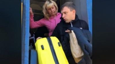 """Працівниця """"Укрзалізниці"""" на ходу зіштовхнула пасажира з потяга: шокуюче відео"""