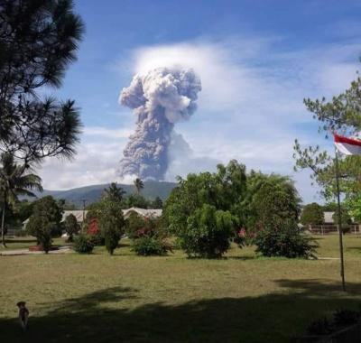 В Індонезії після землетрусу почалося виверження вулкана