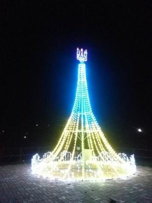 У Чернівцях біля ратуші встановлять нічну фотозону зі світлодіодним тризубом