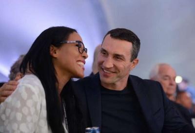 Володимир Кличко з'явився на публіці з новою дівчиною