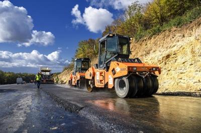 Гройсман показав, як ремонтують найбільш небезпечну ділянку траси Житомир-Чернівці - фото