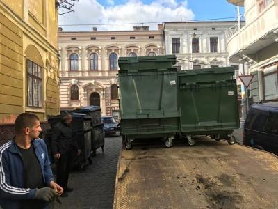 У центрі Чернівців замінили 100 сміттєвих баків