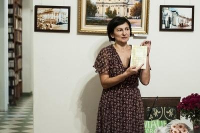 Чернівчани за три години зібрали 7 тис грн на народну відзнаку письменниці Оксані Драчковській