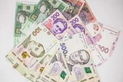 У Рахунковій палаті кажуть, що грошей на підвищення зарплат та пенсій немає