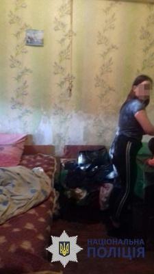 Замість умивальника пластикова пляшка: поліцейські Чернівців показали, в яких жахливих умовах живуть діти