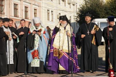 У Чернівцях близько 50 жителів спільно помолилися за місто - фото
