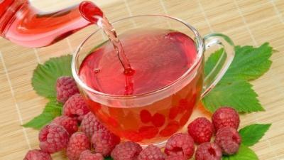 Чи корисно пити чай з малиною під час застуди: цікаві факти від Супрун