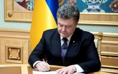 Двоє педагогів з Чернівців отримали президентські відзнаки