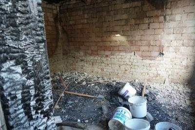 Не думала, що люди такі добрі: на Буковині люди допомагають родині, в якої згоріла хата