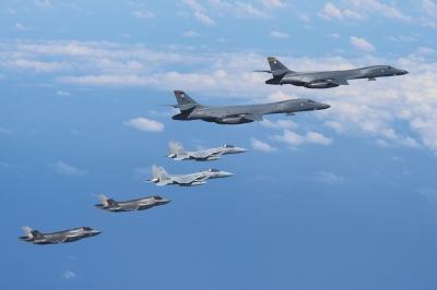 До України на навчання прибули американські військові літаки