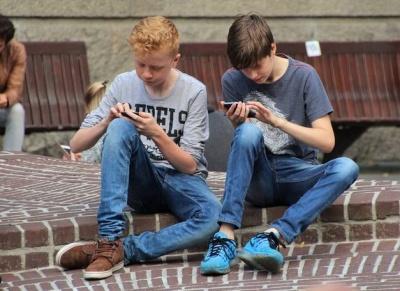 У Німеччині збираються заборонити смартфони у школах