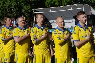 Футбольна збірна України зіграла з буковинськими ветеранами у Чернівцях