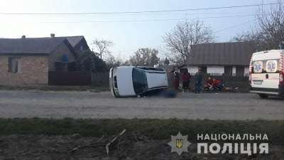 На Буковині перекинувся «Фольксваген» з п'яним водієм: загинув 2-річний хлопчик - фото