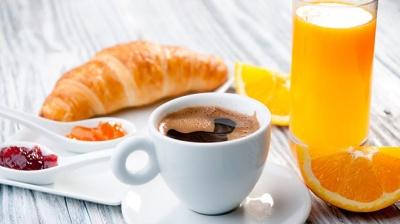 Чому не варто їсти круасани, млинці та інші солодощі на сніданок