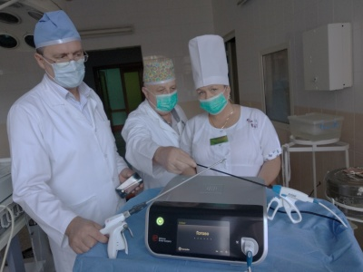 Сучасний лазер та ультразвуковий скальпель: яке нове обладнання з'явилося у лікарнях Буковини