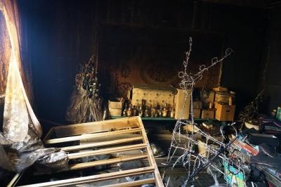 Голі стіни: як виглядає після пожежі будинок сім'ї з трьома дітьми - фото