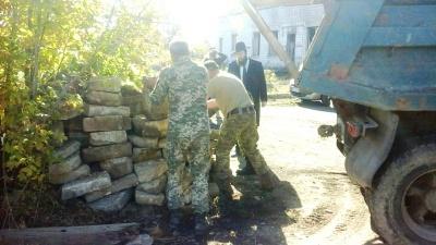 У Чернівцях на військовій базі виявили сотні зниклих єврейських надгробків - фото