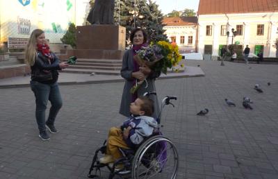 Письменниці, яка відмовилась від відзнаки з рук Продана, вручили народну нагороду - відео