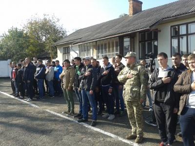 На Буковині до війська урочисто відправили 56 призовників - фото
