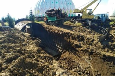Демонтаж на «Памірі»: чиновник розповів, хто і куди вивозить металолом із колишньої секретної бази на Буковині