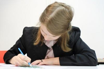 Як врятувати спину школяра від хвороб: допоможуть рушник і салат