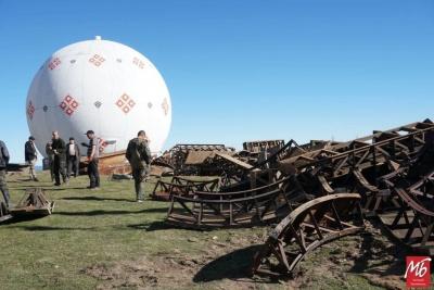 Метал вивозять КамАЗами: що демонтують на військовій базі «Памір» на Буковині - фото