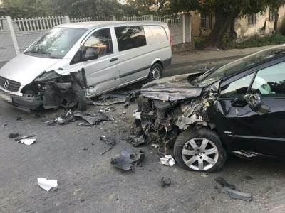 У поліції розповіли деталі зіткнення двох автівок на Фастівській у Чернівцях
