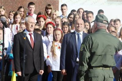У центрі Чернівців ліцеїсти урочисто склали клятву - фото