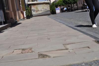 У Чернівцях на пішохідній вулиці перекладуть неякісну плитку