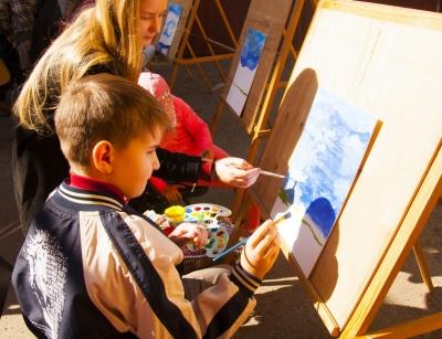 У Чернівцях особливі діти покажуть свої картини
